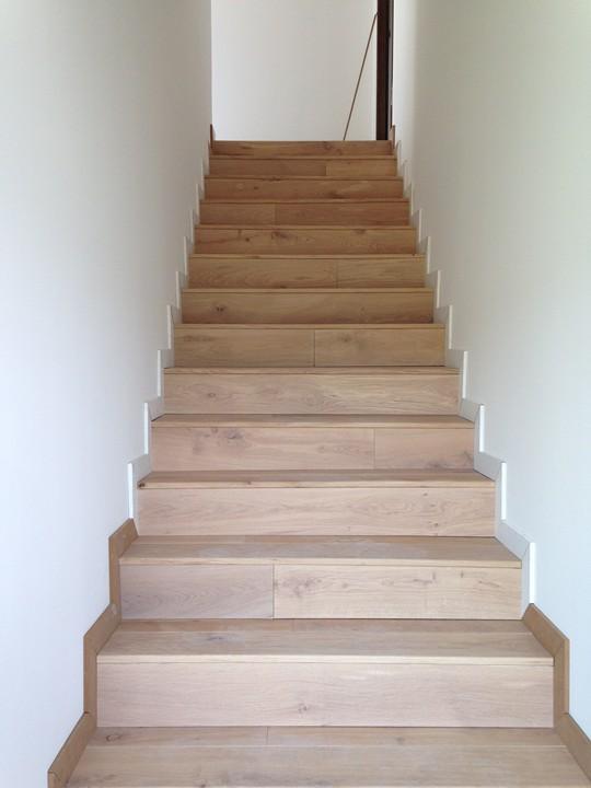 habillage d 39 escalier beton en parquet massif a lyon pose de parquet et de terrasse. Black Bedroom Furniture Sets. Home Design Ideas